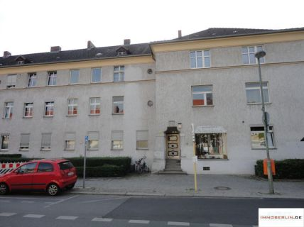 IMMOBERLIN: Schön modernisierte Altbauwohnung mit kleinem Westgarten