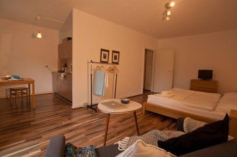 IMMOBERLIN: Helles Single-Apartment mit Lift in sehr begehrter Kiezlage