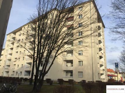IMMOBERLIN:  Attraktiv vermietete Wohnung mit Sonnenloggia