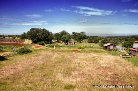 Zwei nebeneinander liegende Bauparzellen nahe Porec mit 646 m² und 627...