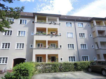 IMMOBERLIN: Vermietete Altbauwohnung mit Südwestbalkon