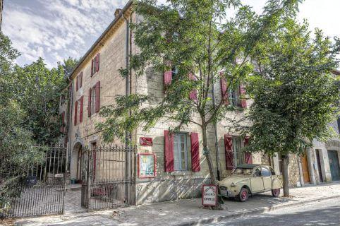 Ehem. Weinbauernhaus mit Gästezimmern in malerischem Ort / Südfrankreich