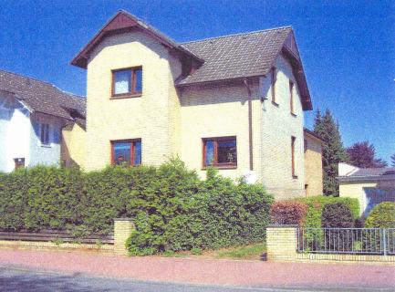 2-Zi.-Souterrain-Wohnung mit kleinem Garten in Wedel