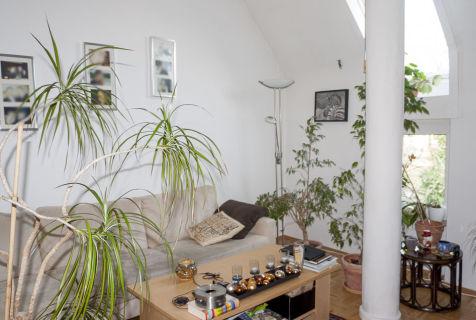 AllGrund: F-Sachsenhausen: Dachgeschoss Wohnung mit vier gemütlichen...
