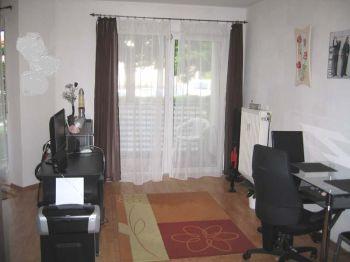 ...gepflegte 1 ZKB-Wohnung mit Balkon