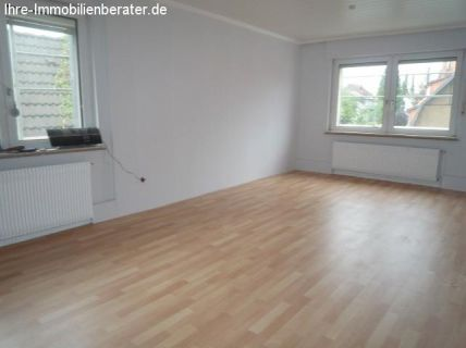 Günstige 3 Zimmer-Dachgeschoß-Wohnung mit Einbauküche im Zentrum