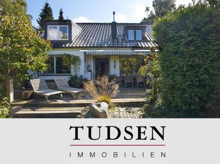 Großzügige Doppelhaushälfte mit aufwändiger Gartenanlage.