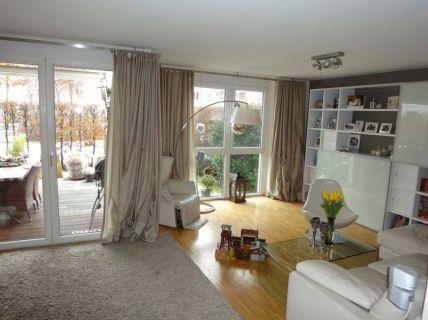 Elegante Erdgeschoss-Wohnung mit Garten