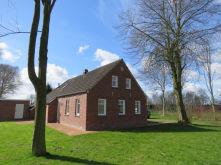 Zweifamilienhaus in Hage  - Hage