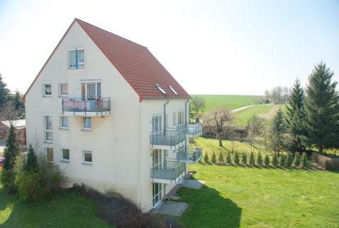 Single-Wohnung mit kleiner Terrasse