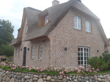 Neubau - Luxus-Doppelhaushälfte unter Reet in List