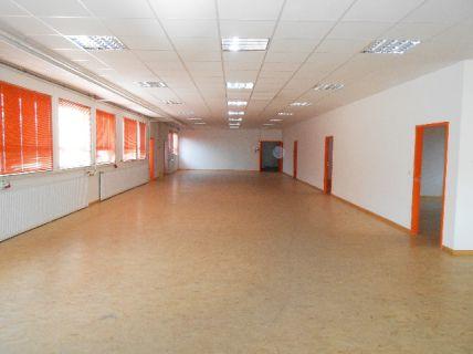 Repräsentatives Gewerbeobjekt mit großzügiger Halle und 6 verschiedenen...