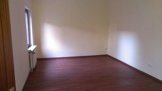 Mieten Sie 2 Zimmer in einem eigenen kleinen Häuschen mitten in Harburg!