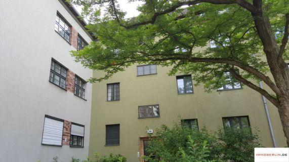 IMMOBERLIN: Charaktervolle Wohnung mit Westloggia in exzellenter Lage