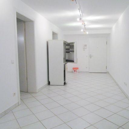 AllGrund: Frankfurt: Souterrain Wohnung 112m² zu vermieten - Auch als...
