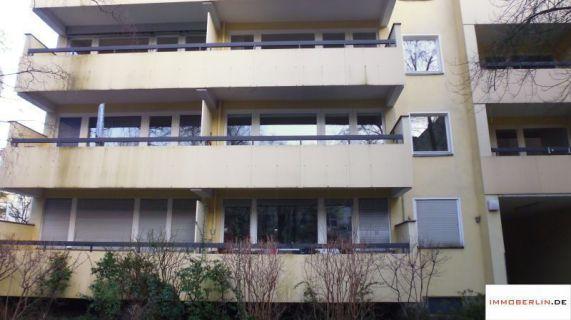 IMMOBERLIN: Fesches Apartment mit Balkon & Lift nahe Steglitzer Schloßstraße