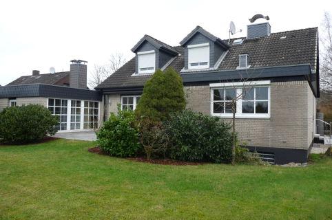 Exclusive Eigentumswohnung mit Terrasse, Garten und Carport