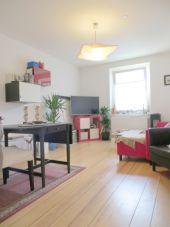 Komplett modernisierte 2 1/2 Zimmer-Wohnung mit schöner Küche...