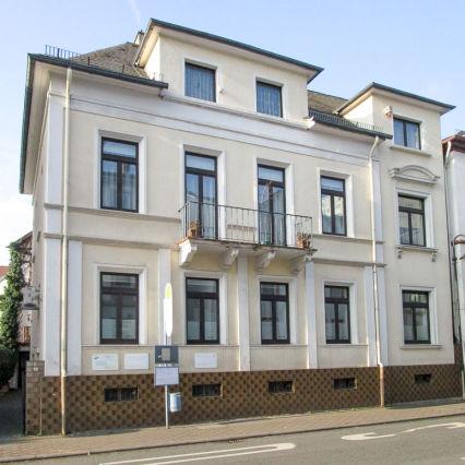 Bad Homburg Nähe Kurpark: Stilaltbauwohnung mit vier Zimmern, Küche,...