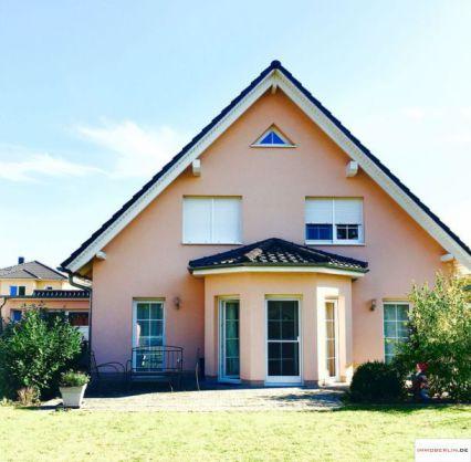 IMMOBERLIN: Sympathisches, möbliertes Einfamilienhaus in sehr angenehmer Lage
