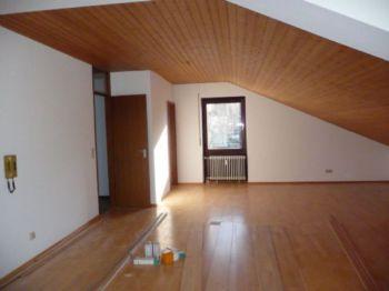 Dachgeschosswohnung in Urbach
