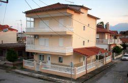 Mehrfamilienhaus in PERISTASI