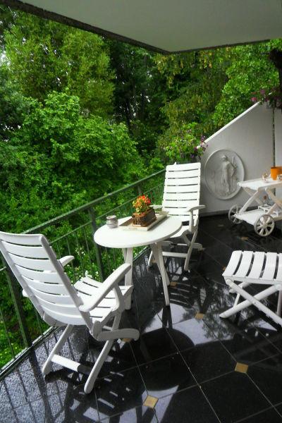 Traumhafte 2 Zimmer Wohnung mit riesigem Balkon und TG- Stellplatz