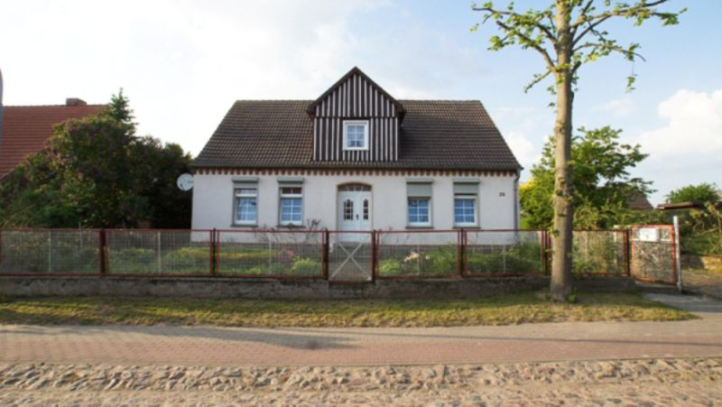 Einfamilienhaus sch�nem 3100m2 Grundst�ck Miete Kauf - Haus mieten - Bild 1