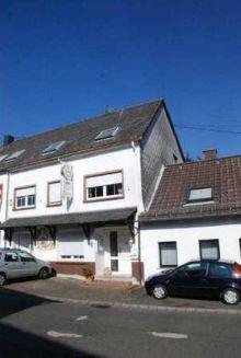 Wohn- und Geschäftshaus in Züsch