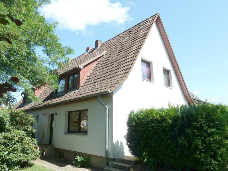 gepflegte 3 Zimmer Doppelhaush�lfte Teilkeller ruhiger gr�ner Ortsrandlage - Haus mieten - Bild 1