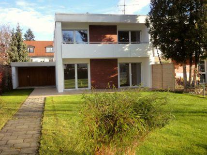 Neu renoviertes Familienhaus in sehr ruhiger Lage