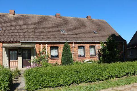 Wohnhaus mit Nebengebäuden und ca. 2.222 m² Grundstück