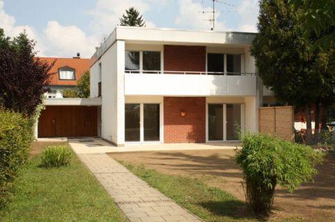 Neu renovierte DHH im Bauhausstil