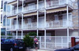 Mehrfamilienhaus in NEOI POROI