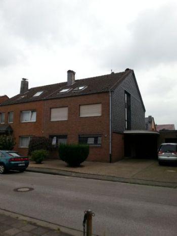 Dachgeschosswohnung in Neuss  - Holzheim