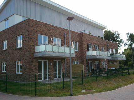 Zwei Zimmer-Wohnung mit Terrasse - barrierefreies Bad - Carport - Einbauküche