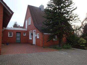 Mehrfamilienhaus in Hage  - Hage